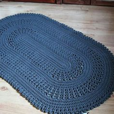 Crochet pieces are traditional in Brazilian houses and, with the trend of DIY or do it yourself, more and more people have become interested in learning Crochet Mat, Crochet Bowl, Knitting Paterns, Crochet Mandala, Crochet Stitches Patterns, Crochet Designs, Crochet Doilies, Stitch Patterns, Lucy Fashion
