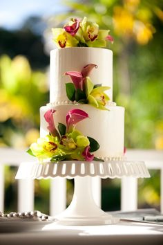 We're still swooning over this exquisite cake from one of our favorite weddings at Plantation Gardens Kauai!