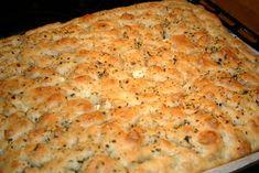 Jeg laget focaccia deigen ferdig, og satte den ferdig i langpannen i kjøleskapet. Bread Baking, Mashed Potatoes, Macaroni And Cheese, Food And Drink, Snacks, Ethnic Recipes, Desserts, Drinks, Breads
