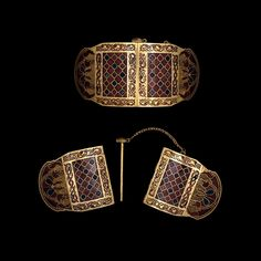 Shoulder clasps from the ship-burial at Sutton Hoo. Anglo-Saxon, early century AD From Mound Sutton Hoo, Suffolk, England. Medieval Jewelry, Viking Jewelry, Ancient Jewelry, Antique Jewelry, British Museum, Sutton Hoo, Germanic Tribes, Early Middle Ages, Anglo Saxon