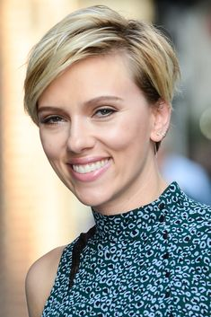 6 Super Popular Short Haircuts You Need to Try in 2018 - Scarlett Johansson from InStyle.com