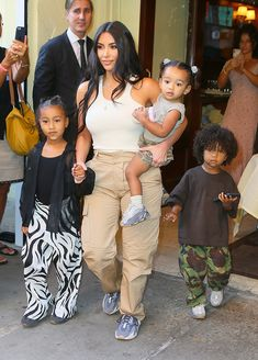 Kim Kardashian and Kanye West spotted leaving Cipriani's and returning back to Mercer Hotel with the kids in NYC. Kim Kardashian Kanye West, Kim Kardashian Children, Kanye West And Kim, Kardashian Family, Kardashian Jenner, Mercer Hotel, Kobe Bryant Quotes, Jenner Kids, Michael B Jordan