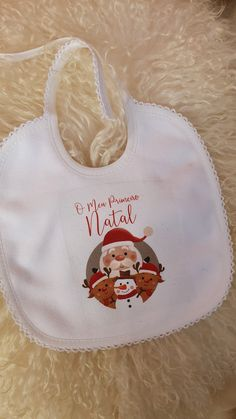 Babete personalizada para Natal - primeiro natal Reusable Tote Bags, My First Christmas, Christmas Balls, Family Pictures, Birth