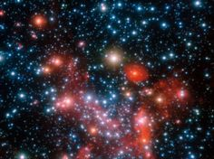 As peças centrais da nossa galáxia, a Via Láctea, como observado a infravermelho com o instrumento NACO no Very Large Telescope do ESO. Ao seguir os movimentos das estrelas mais centrais ao longo de mais de 16 anos, os astrónomos foram capazes de determinar a massa do buraco negro supermassivo que lá se esconde.
