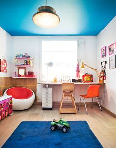 Colorful Ceiling - if we didn't have popcorn ceiling in Slade's room this would be fun!
