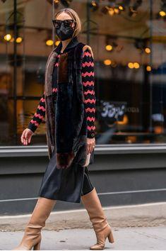 Mink Vest, Olivia Palermo Street Style, Best Winter Boots, Olivia Palermo Lookbook, Fur Fashion, Fashion Pictures, Lounge Wear, Celebrity Style, Vogue