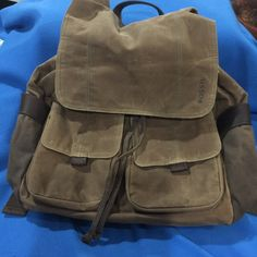 FOSSIL DISTRESSED BACKPACK (matches travel bag) Exquisite backpack. So functional. Two large snap close pockets. 2 side open pockets. Inside has divided compartment w/zip pocket. Pull string at top under flap. Fossil Bags Backpacks