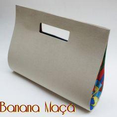 bolsa estilo carteira de mão com alça, forrada em tecido de algodão por fora e…