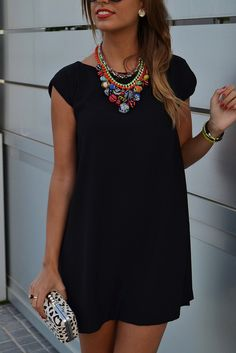 Loose black dress and statement necklace Black Tshirt Dress Outfit, Outfit Vestido Negro, Outfit Elegantes, Traje Casual, Casual Dresses, Casual Outfits, Moda Chic, Passion For Fashion, Dress To Impress