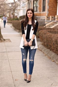 Styling a Sleeveless Blazer fall coats for women Sleeveless Blazer Outfit, White Vest Outfit, Blazer Outfits, Look Fashion, Girl Fashion, Autumn Fashion, Fashion Outfits, Fashion Trends, Western Outfits