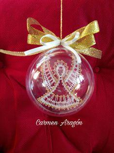 Bolas de Navidad con encaje de bolillos