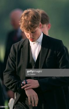 June 1998 ~ Prince William, with his fingers strapped while they heal, checks his watch at The Eton Tea Party at the Guards Polo Club in Windsor, England. (Photo by Tim Graham/Getty Images) Prince Suit, Royal Prince, Prince And Princess, Princess Of Wales, Prince Harry, Prince William Young, Young Prince, Prince William And Catherine, Diana Son