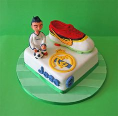 Real Madrid and (Cristiano Ronaldo cake) Soccer Theme, Football Themes, Best Football Team, Cristiano Ronaldo Birthday, Real Madried, Real Madrid Cake, Good Soccer Players, 9th Birthday Parties, Themed Cakes