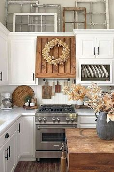 From organizing ideas and kitchen makeovers to clever decor tricks and IKEA hacks, TikTok truly has everything a decor enthusiast could ask for. #hunkerhome #tiktoktrends #homedecortiktok #tiktok White Home Decor, Fall Home Decor, Kitchen Renovation Inspiration, Fall Kitchen Decor, Kitchen Redo, Kitchen Colors, Kitchen Ideas, Southern Living Magazine, Farmhouse Style Decorating