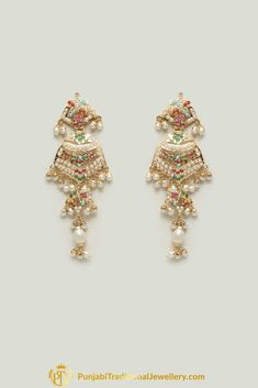 Jadau Multi Pearl Choker Necklace Set By Punjabi Traditional Jewellery Pearl Necklace Designs, Jewelry Design Earrings, Gold Earrings Designs, Gold Jewellery Design, Jewelry Necklaces, Gold Jewelry, Diamond Necklaces, Jewelry Shop, Hyderabadi Jewelry
