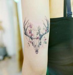 80 wunderschön aussehende Aquarell-Tattoo-Ideen tattoo for men tattoos tattoo tattoo japones tattoo tattoo traditional Deer Antler Tattoos, Deer Tattoo, Tattoos For Women Small, Small Tattoos, Flower Tattoos, Trendy Tattoos, Cool Tattoos, Widder Tattoos, Small Watercolor Tattoo