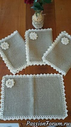 This Pin was discovered by Zeeideiasfelizesdeco rendas e crochetDiscover thousands of images about Burlap Placemats Vintage Lace Flowers Shabby Chic by rusticproject Crochet Fabric, Crochet Doilies, Knit Crochet, Crochet Kitchen, Crochet Home, Burlap Crafts, Diy And Crafts, Fleurs Style Shabby Chic, Shabby Chic Fabric