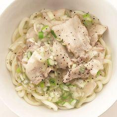 レタスクラブの簡単料理レシピ レモンをきかせてさわやかな後味に「ねぎ塩豚カルビうどん」のレシピです。
