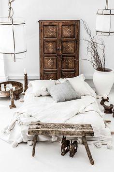 Ethnic design with Scandinavian simplicity - Home Decorations Ethnic Bedroom, Bedroom Wall, Bedroom Decor, Ethnic Decor, Ethnic Chic, Interior And Exterior, Interior Design, Deco Boheme, Ethnic Design