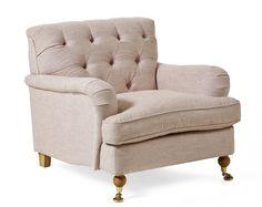 Barkley är en fåtölj i howard stil med pikerad rygg och svarvade ben med hjul eller hylsa. Den har vändbar sittplymå med fjäderblandning vilket ger en längre livslängd åt fåtöljen. Du kan välja mellan ett stort antal tyger och färger. Komplettera gärna med Barkley fotpall. Barkley finns även som en svängd 3-sits soffa.