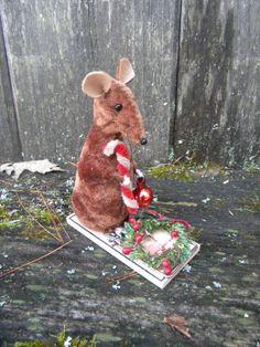 Primitive Folk Art mouse on a mouse trap by crowaboutprimitives, $26.99
