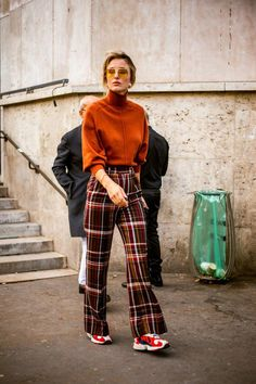 The Very Best Street Style From Paris Fashion Week Top Street Style, Street Style Trends, Cool Street Fashion, Look Fashion, Paris Fashion, Korean Fashion, Fashion Outfits, Fashion Design, Fashion Trends