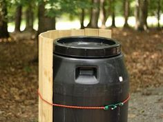 Don't let that rainwater go to waste. This easy, recycled rain barrel project puts money back in your pocket. Pallet Planter Box, Planter Boxes, Planters, Rain Barrel Stand, Rain Barrels, Food Grade Barrels, Water Barrel, Barrel Projects, Yard Edging