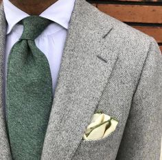 Ties What Every Gentleman Should Know About Ties : Gentleman Style Grey Fashion, Suit Fashion, Mens Fashion, Fashion Outfits, Elegance Fashion, Fashion Shirts, Fashion Fall, Fashion Styles, Fall Outfits