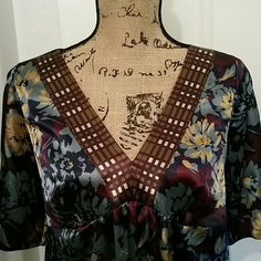 Beautiful floral satin blouse Beautiful floral pattern on satin. Gathered at the sleeves. Daisy Fuentes Tops Blouses