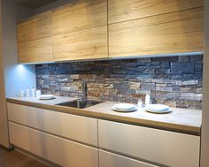 Innovative new timber veneers noted for 2016 at KBB, Birmingham. This one by Sachsen Kuchen. Textured oak effect, incredibly realistic, with slate panel splash back and matt cream base cabinets. Ikea Kitchen, Kitchen Interior, Kitchen Dining, Kitchen Planner, Kitchen Display, Cabin Kitchens, Bathroom Trends, Kitchen Colors, Kitchen Remodel