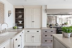 The brilliance of the bi-fold countertop door in all its glory at this beautiful rustic luxe farmhouse kitchen in East Sussex.… The brilliance of the bi-fold countertop door in all its glory at this beautiful rustic luxe farmhouse kitchen in East Sussex. Country Kitchen Farmhouse, Modern Farmhouse Kitchens, Home Kitchens, Farmhouse Interior, Layout Design, Küchen Design, Interior Design, Kitchen And Bath, New Kitchen