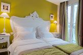 Cluny Square Hotel