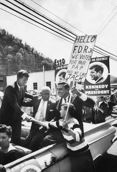 FDR Jr. campaigning with Senator Kennedy in West Virginia. ❤❤❤ ❤❤❤❤❤❤❤  http://www.jfklibrary.org/JFK/JFK-in-History/Campaign-of-1960.aspx   http://en.wikipedia.org/wiki/Franklin_Delano_Roosevelt,_Jr.