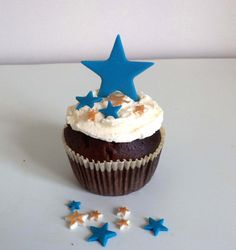 Check out this item in my Etsy shop https://www.etsy.com/listing/251696861/christmas-big-fondant-stars-cake-cupcake