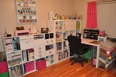 Amazing craft room. Organized and pretty.