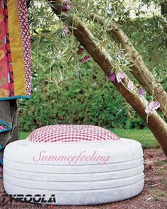 Charming DIY Ideas How to Reuse Old Tires.I think I can find some old tires Diy Garden Furniture, Diy Outdoor Furniture, Diy Garden Projects, Diy Projects To Try, Furniture Projects, Garden Ideas, Unique Furniture, Furniture Design, Outdoor Decor