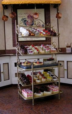 The English Kitchen Miniature Dollhouse Foods and Desserts Cakes and Gateaux. Mouthwateringly stunning 1/12 mini display.