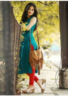 Wearing a dress over pants may seems unussual and not all women daring to wear it. Salwar Designs, Dress Designs, Blouse Designs, Dress Over Jeans, Dresses With Leggings, Looks Country, Look Girl, Dress With Sneakers, How To Pose