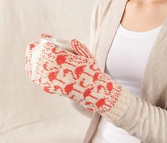Flamingo Mittens from Knit Picks designers - Super knitting Knitted Mittens Pattern, Crochet Mittens, Crochet Gloves, Fingerless Mittens, Knit Crochet, Knitting Patterns, Hat Patterns, Crochet Granny, Stitch Patterns