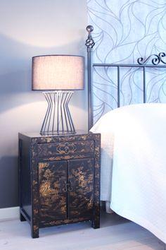 Parents bedroom, interior design, nightstand. Vanhempien makuuhuone, sisustussuunnittelu, yöpöytä. Föräldrars sovrum, inredningsdesign, nattduksbord.