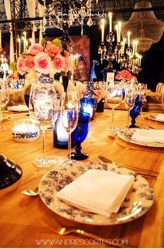 Knowing how to choose the accesories or the details that will be part of a montage, ensures the quality and exclusiveness of any event. Here, good taste and creativity play key roles. Design and decoration by Andrés Cortés.  #andrescortes #TableInspiration #Bodas #WeddingIdeas #Detalles #Flowers
