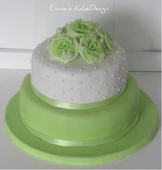 Emmas KakeDesign: Head to the blog for a step-by-step tutorial on how to make this beautiful wedding cake in lime green and fondant roses. Instagram @emmaskakedesign Diy Step By Step, Fondant Rose, Beautiful Wedding Cakes, Cake Tutorial, Lime, Roses, Sweets, Tutorials, Baking
