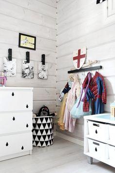 Whitewashed kid's room. Kaikki Mitä Olen #estella #kids #decor