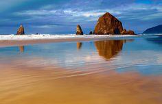 Cannon Beach, Oregon (one of my favorite places, such a peaceful place) Free Beach, Beach Fun, Places To Travel, Places To See, Cannon Beach Oregon, Beach Wallpaper, Oregon Coast, Oregon Usa, Future Travel