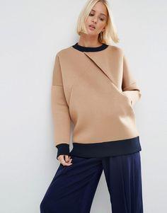 Bild 1 von ASOS WHITE – Verstärktes Sweatshirt mit überkreuzter Vorderseite 67€                                                                                                                                                                                 More
