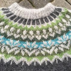 Afmæli - Anniversary Sweater pattern by Védís Jónsdóttir Fair Isle Knitting Patterns, Fair Isle Pattern, Knitting Designs, Knit Patterns, Knitting Projects, Free Knitting, Baby Knitting, Icelandic Sweaters, Pulls