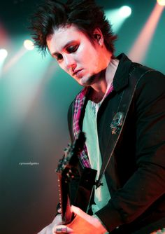 Synyster Gates...sexy as hell