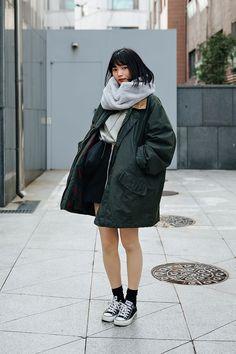 Manami Yamada, Street style women spring 2018 in seoul Japanese Fashion, Asian Fashion, Girl Fashion, Fashion Design, Seoul Fashion, Tokyo Fashion, 90s Fashion, Fashion Poses, Fashion Outfits
