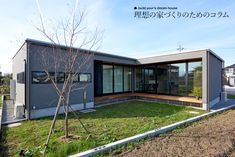 【施工例も紹介】平屋の間取りの注意するポイント5つとメリット | 重量木骨の家 Elderly Home, Home Room Design, Wooden House, Prefab Homes, House Rooms, Facade, Exterior, Outdoor Structures, Architecture