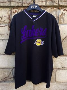 Vintage Los Angeles Lakers V-Neck Tee Teen Swag Outfits, Retro Outfits, Classy Outfits, Cool Outfits, Girls Fashion Clothes, Fashion Outfits, Aesthetic Grunge Outfit, Stylish Hoodies, Swagg